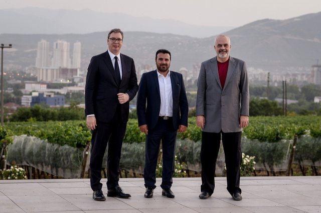 Abazi ironizon Forumin Ekonomik: Nënshkrimet e Ramës do mbeten në