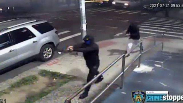 Sulm me armënë Nju-Jork, plagosen 10 persona