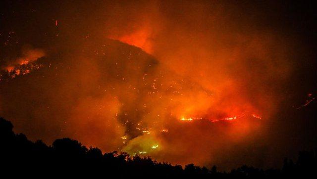 Pamje dramatike nga Bodrum që po lufton me zjarret, flakërin dhe