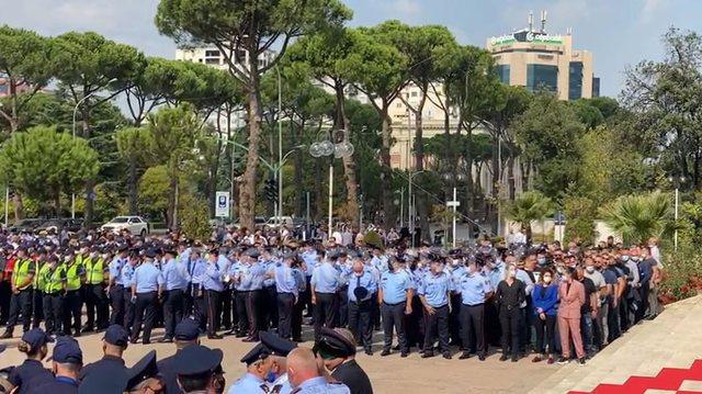 Vrasja e oficerit të policisë, homazhe për efektivin Saimir Hoxha