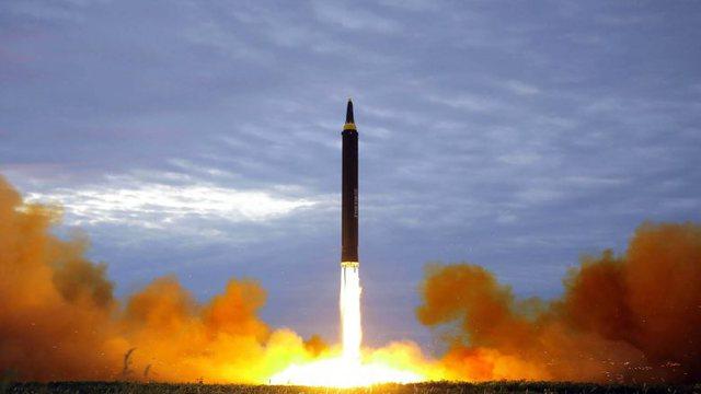 Koreja e Veriut lëshon dy raketa balistike në Detin Lindor