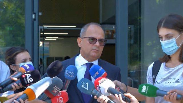 Vaksinimi i detyruar për studentët/ Rektori i UT: Nuk privojmë