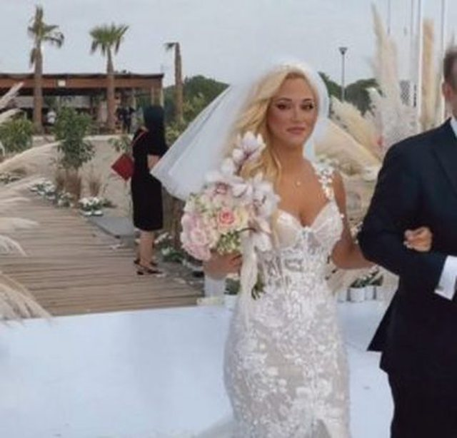 Zyrtarizohet krushqia në politikë, foto nga dasma e dy