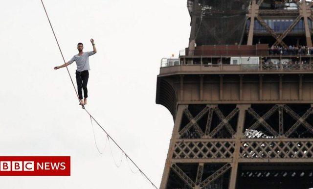 Shikoni videon/ Akrobati le pa fjalë parizienët, ecën mbi litar
