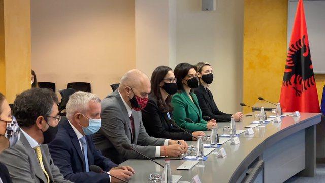Rama në Prishtinë, pamje nga takimi i dy delegacioneve