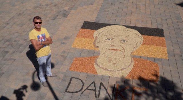 Artisti nga Gjakova  krijon portretin e Merkel me fara dhe drithëra: Ishte