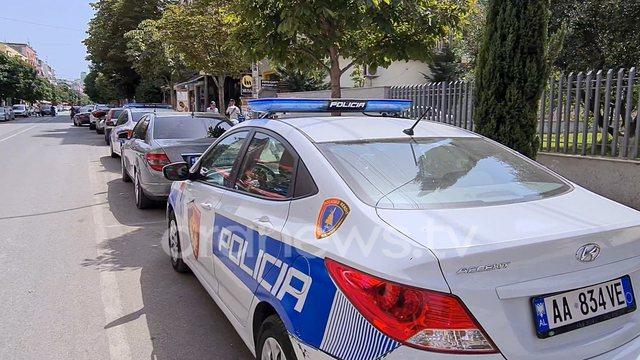 Durrës: Përplasen dy makina në Hamallaj, vdes pasagjerja,