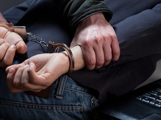 Iu gjet heroinë dhe armë gjahu në shtëpi, arrestohet 50