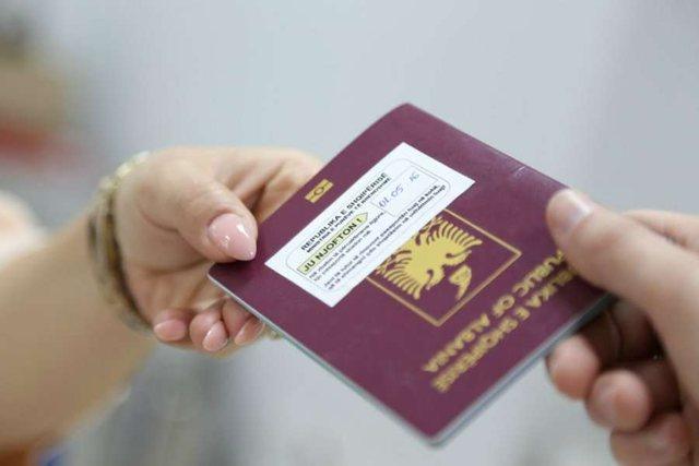 Emigrantët në Itali ankohen për vonesa në marrje e