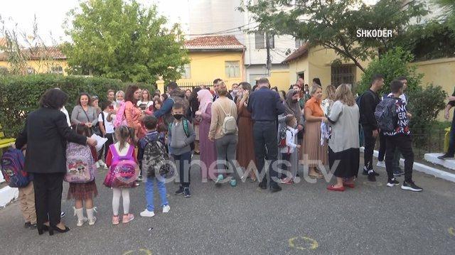 Viti shkollor nisi me më pak nxënës në Shqipëri