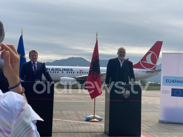 "Avioni i Turkish Airlines ""ndërpret"" konferencën Rama"