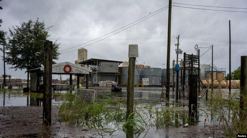 Uragani 'Laura' shkakton dëme të mëdha dhe