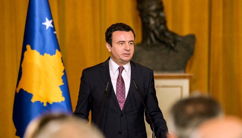 Kurti kritikohet për fushatë në Shqipëri