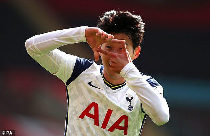 """Tottenham i papërmbajtshëm, """"poker"""" i Son, buzëqesh"""