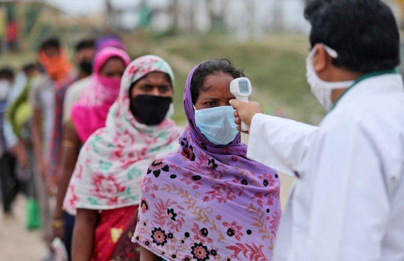 Rekorde infektimesh të reja, OBSH kundër një mbyllje të