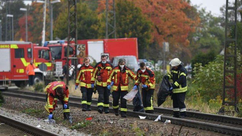 Goditen nga treni teksa tentuan të kalojnë shinat, humbin jetën