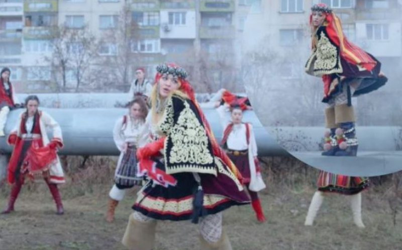 Një shqiptare e vërtetë! E veshur me kostumin tradicional Rita
