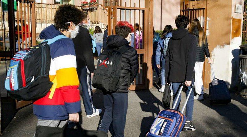 Italia vendos: Karantinim dhe tampon të detyrueshëm për të