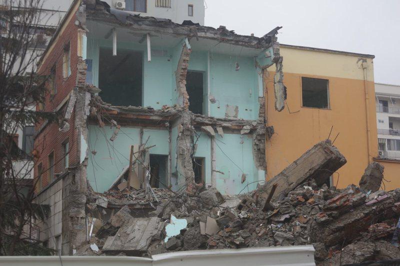 Shembja e ndërtesës 80 vjeçare, materniteti