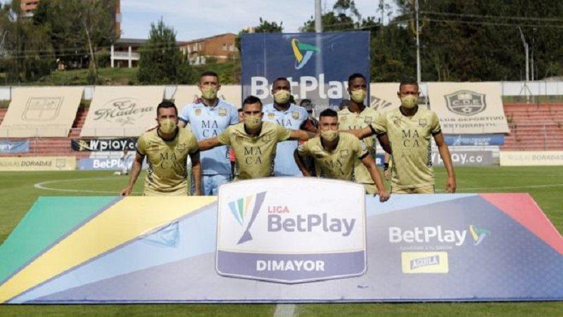 Kaos në Kolumbi, ekipi luan me 7 lojtarë, portieri bëhet