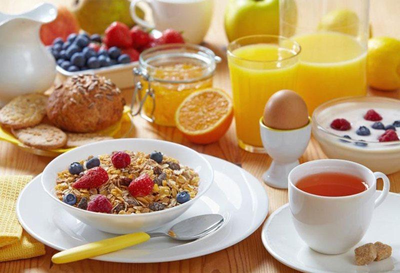 Çfarë duhet të hani në mëngjes për tu