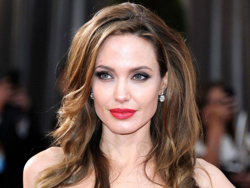 Nuk jam mami tradicionale / Angelina Jolie rrëfen se si divorci me Brad