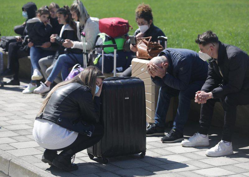 Qytetarët në pritje të fluturimeve
