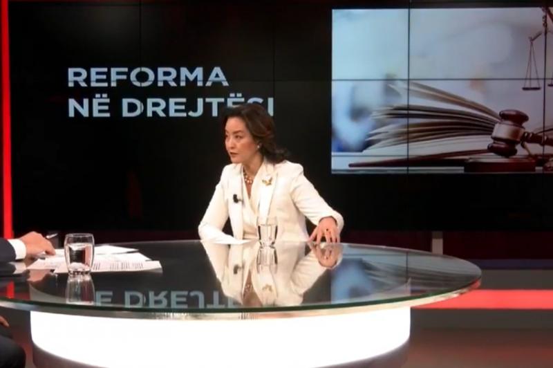"""Yuri Kim shkëlqeu dhe foli shqip: """"Votoni ndryshimin, dhe jo"""