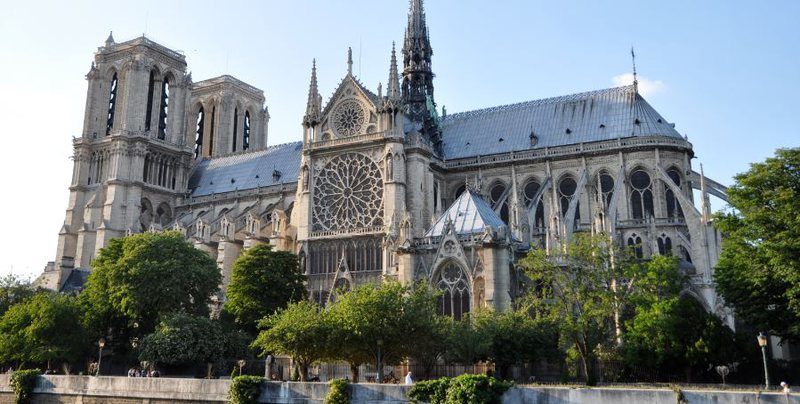 Notre-Dame drejt lavdisë, rrugë e gjatë për të