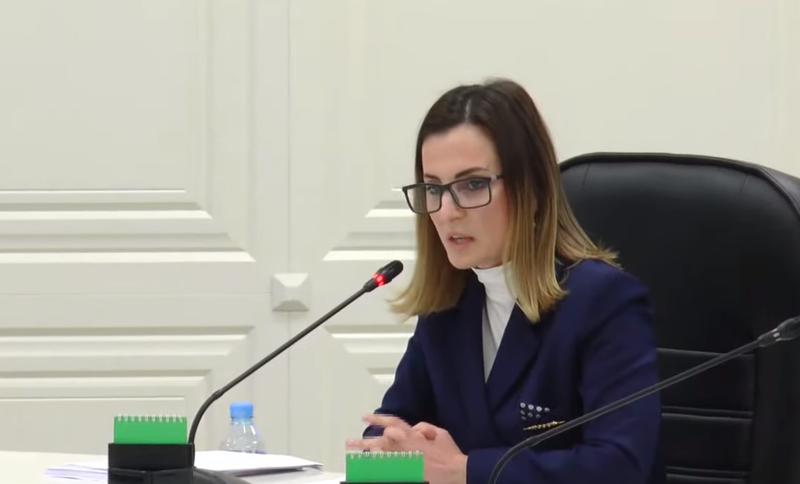 Anëtarja e Komisionit Rregullator denoncon publikisht databazën e PS