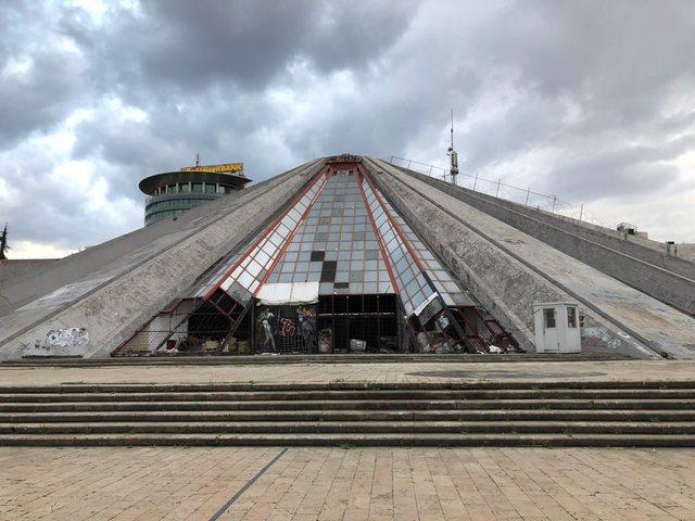 Zjarr tek ambientet e Piramidës në Tiranë, Policia jep