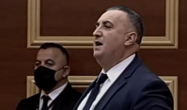Filloi të bërtasë në Parlament, Hysi irritohet me deputetin