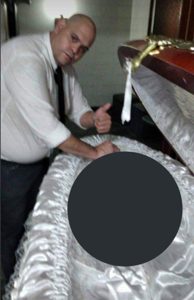 Virale/ Punonjësit e agjencisë funerale postojnë foto me