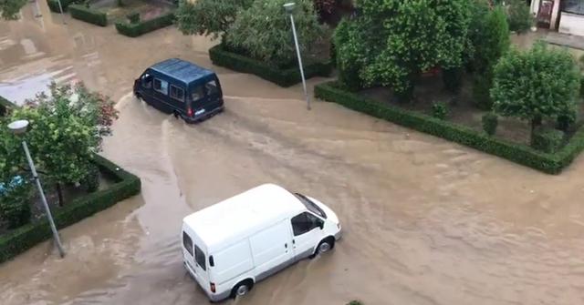 Shqipëria sërish 'nën ujë'/ Evakuohen 27 familje