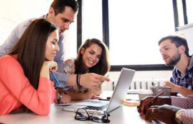 Të rinjtë profesionistë shqiptare po bëhen milionerë
