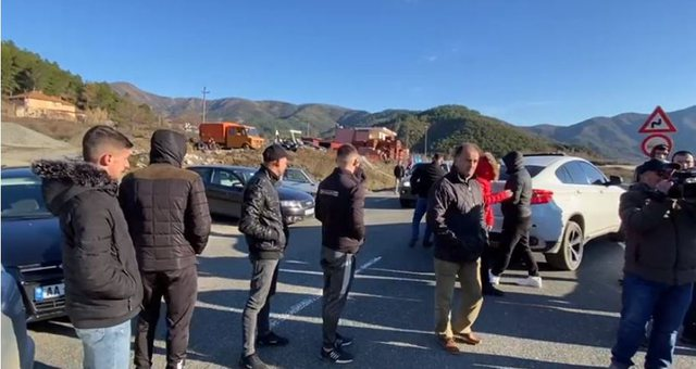 Residents of three villages rise in protest, blocking the Nation Road