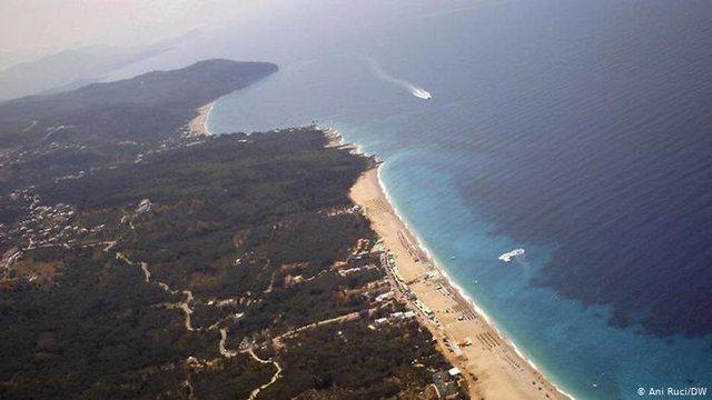 DW: Greqia zgjeron kufirin detar në Perëndim 6 ditë para