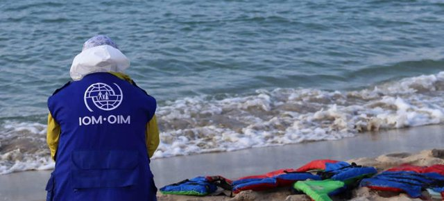 Fundoset anija me emigrantë në Mesdhe, të paktën 43 viktima