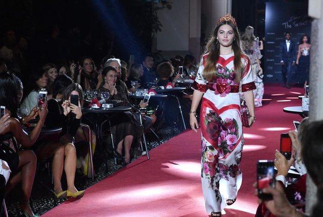 E tallnin për pamjen e jashtme, 19-vjeçarja shpallet femra më e