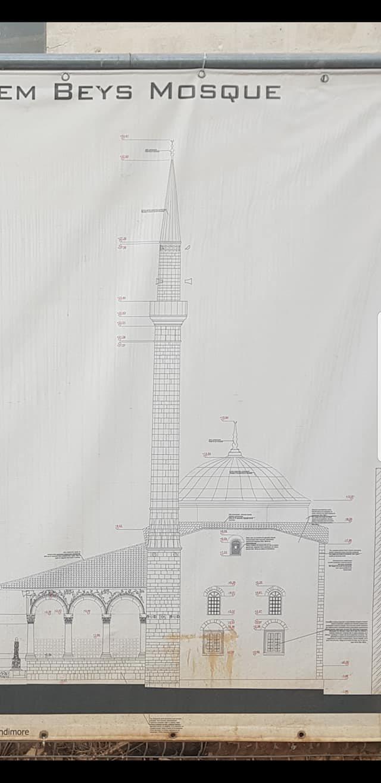 Arkitekti denoncon me foto: Pse po dëmtohet seriozisht minarja e