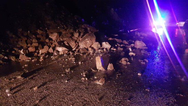 Rënie gurësh në aksin Librazhd-Elbasan për shkak të