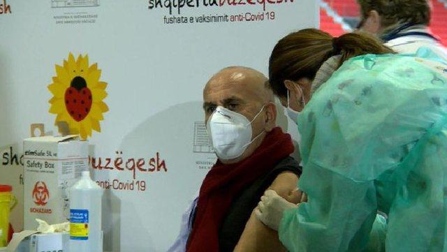 Dy javë pasi mori vaksinën, Pëllumb Pipero rezulton me Covid-19