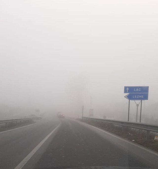 Mjegulla 'pushton' vendin, autoritetet thirrje drejtuesve të