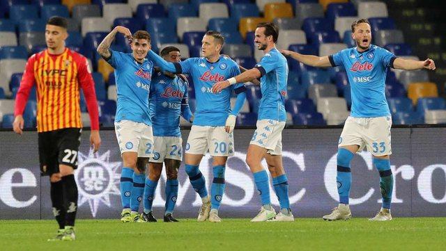 Napoli rikthehet në garë për Europën, të dy
