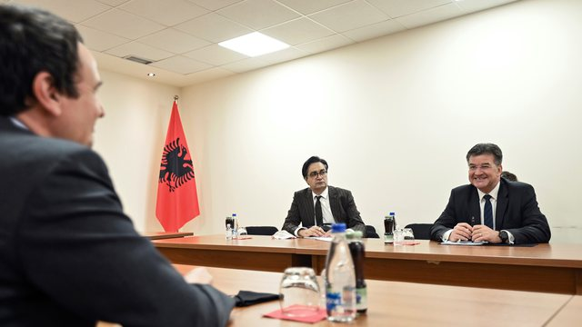 Lajçak pret marrëveshje Kosovë-Serbi brenda mandatit të