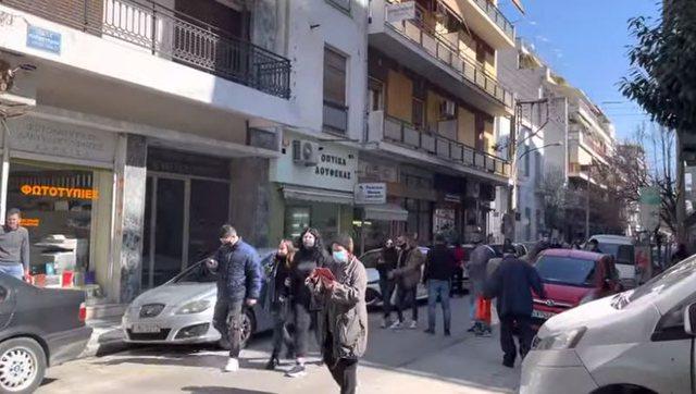 Tërmet në Greqi, qytetarët e panikosur dalin në rrugë