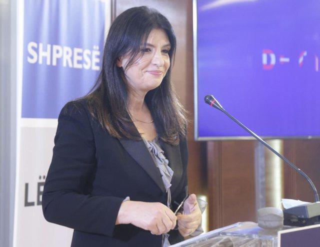 Partia e Jozefina Topallit dorëzon listat për deputetë në