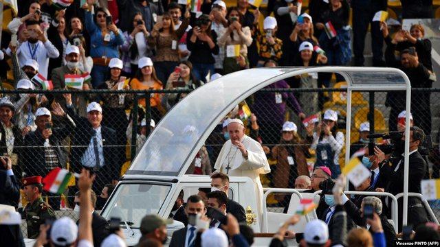 Papa Françesku përfundon vizitën historike në Irak