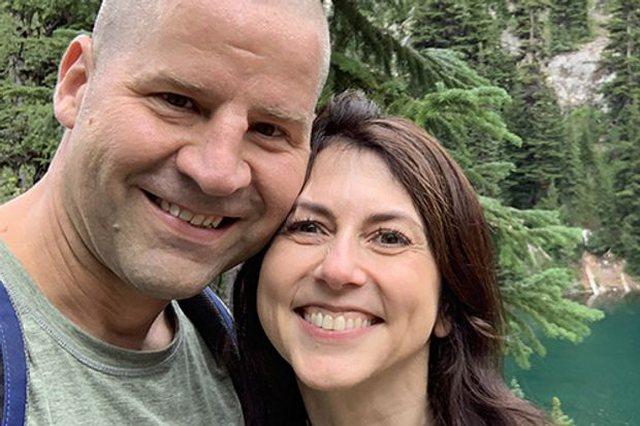 Dy vite pas divorcit me Jeff Bezos, MacKenzie martohet sërish