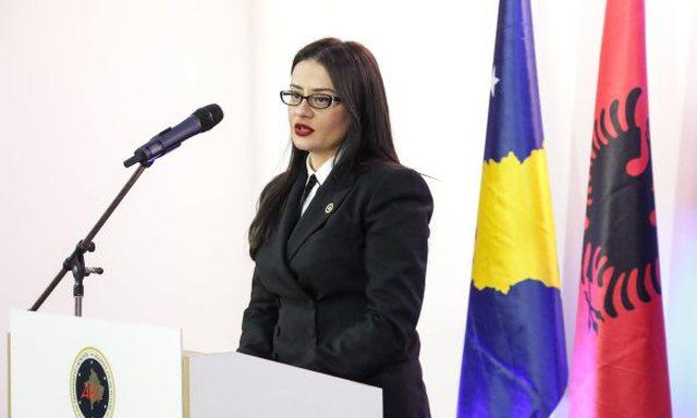 Bashkëshorti u kap duke blerë vota, dorëhiqet ministrja e Jashtme